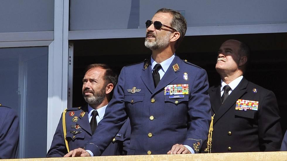 El Rey Felipe durante su visita a las instalaciones del Ala 14, en la Base Aérea de Los Llanos, Albacete.