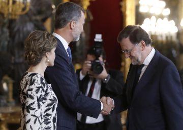 La prudencia ante la investidura de Rajoy marca la recepción del Palacio Real
