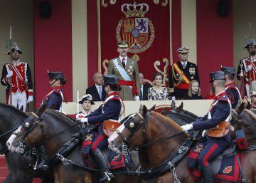 Política en la trastienda del desfile: De los pitos a Zapatero al silencio de Rajoy