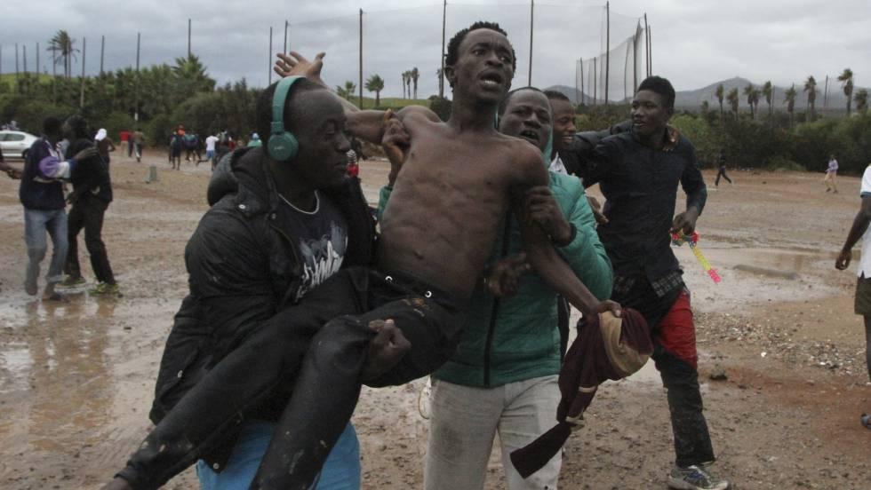 Cerca de un centenar de inmigrantes entran en melilla tras saltar ...
