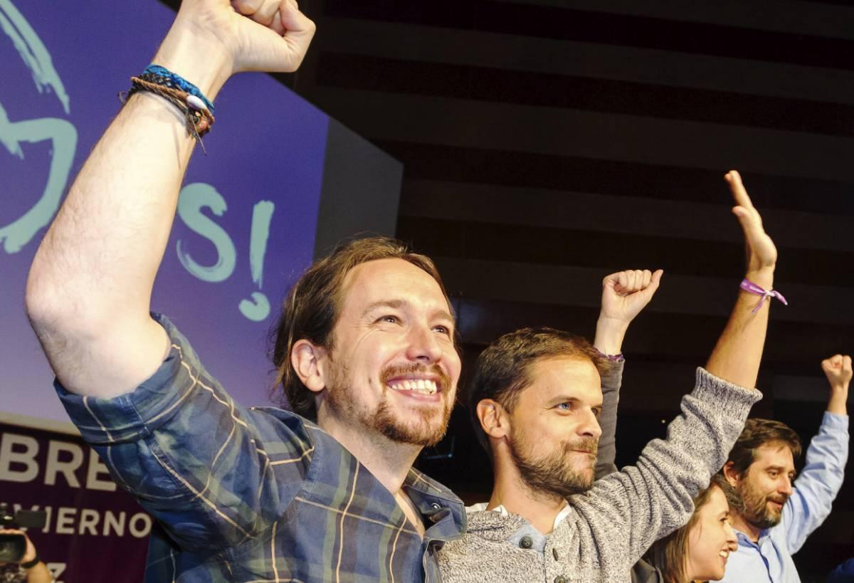 Pablo Iglesias junto al líder de Podemos en Extremadura, Álvaro Jaén.