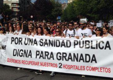 """40.000 personas se manifiestan en Granada para exigir """"dos hospitales completos"""""""