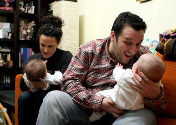 Los padres por gestación subrogada sí tienen derecho a baja maternal