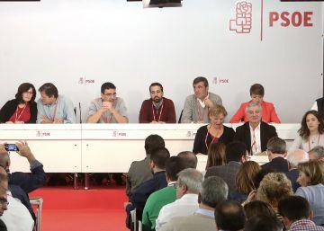 Los socialistas debaten divididos entre la abstención o el no a Rajoy