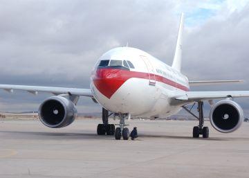 El Gobierno envía un segundo avión para asegurar que el Rey regresa a tiempo