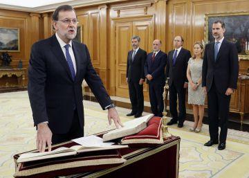El Rey intentará recuperar la proyección exterior perdida por el bloqueo político