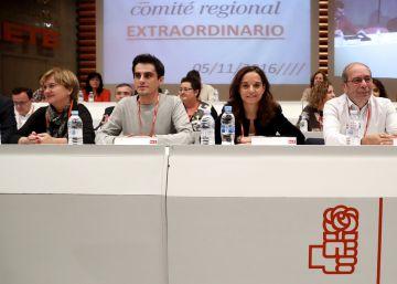 Medio centenar de cargos del PSOE madrileño piden convocar ya el congreso