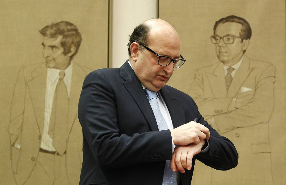 El presidente del Tribunal de Cuentas, Ramón Álvarez de Miranda, en el Congreso de los Diputados en marzo de 2015.