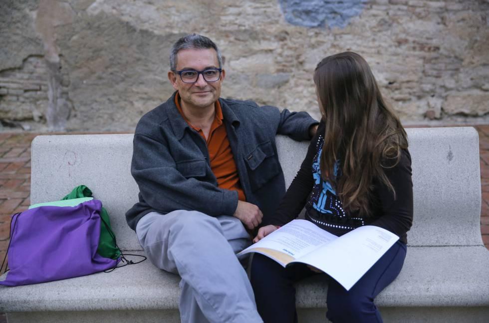 Marius Fullana y su hija, que secundan la 'huelga'.