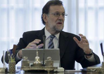Rajoy refuerza su equipo con el control de la comunicación