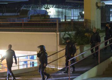 Al menos 10 fugados en el tercer motín en el CIE de Murcia en un mes