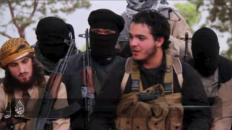 Fotograma de un vídeo difundido por el ISIS con yihadistas europeos.
