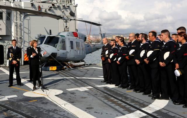 La ministra de Defensa, Dolores de Cospedal, visita a las tropas españolas despelgadas en Catania.