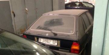 Coche de la alcaldesa de Valencia, aparcado desde 1991.rn