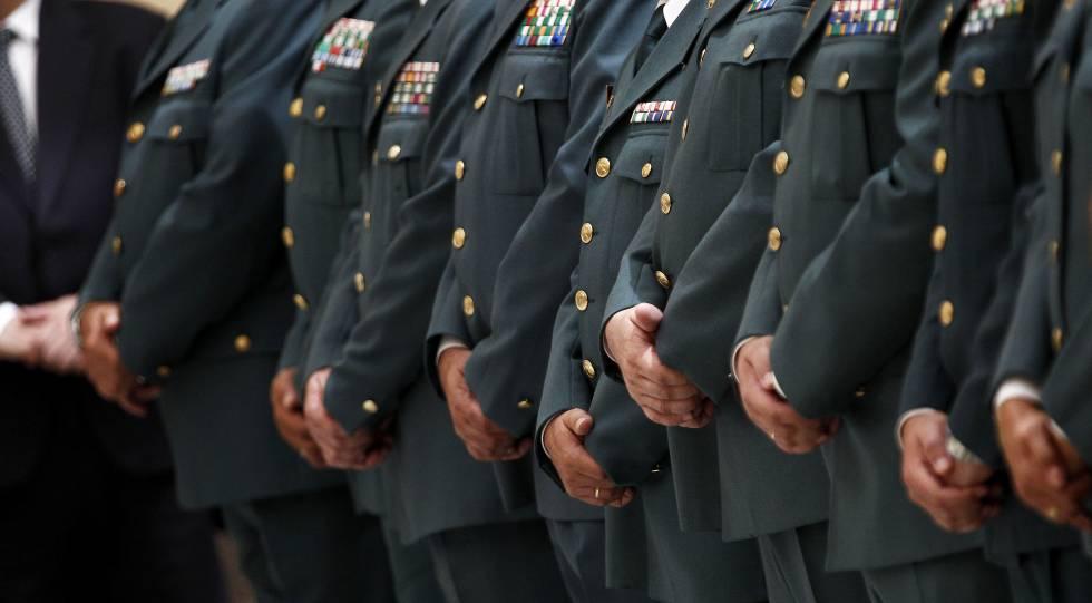 Mandos de la Guardia Civil en un acto protocolario.
