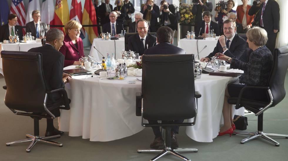 De izquierda a derecha, Obama, Merkel, Hollande, Rajoy, May y Renzi, la semana pasada en Berlín.