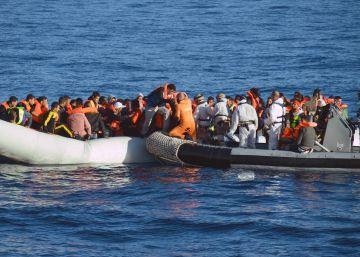 La fragata española 'Navarra' rescata a 369 inmigrantes frente a las costas de Libia