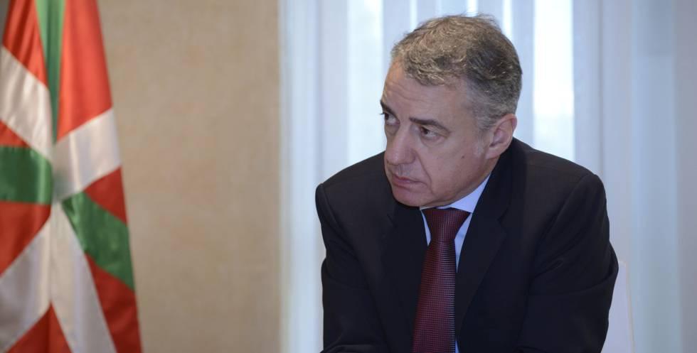 El lehendankari, Iñigo Urkullu, en su despacho.