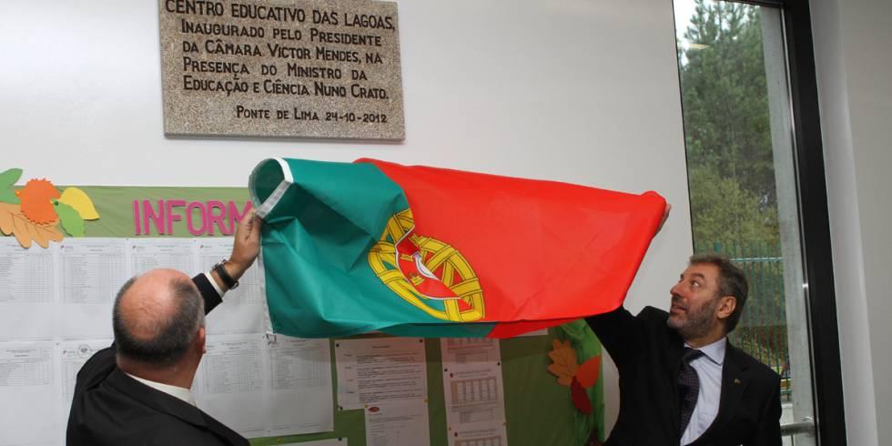 Nuno Crato inaugura una escuela en su etapa de ministro de Educación.