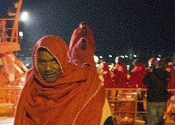 Rescatados 64 inmigrantes en dos pateras en el Mar de Alborán