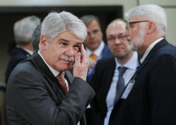 Dastis cesa a los embajadores jubilados que prorrogó Margallo