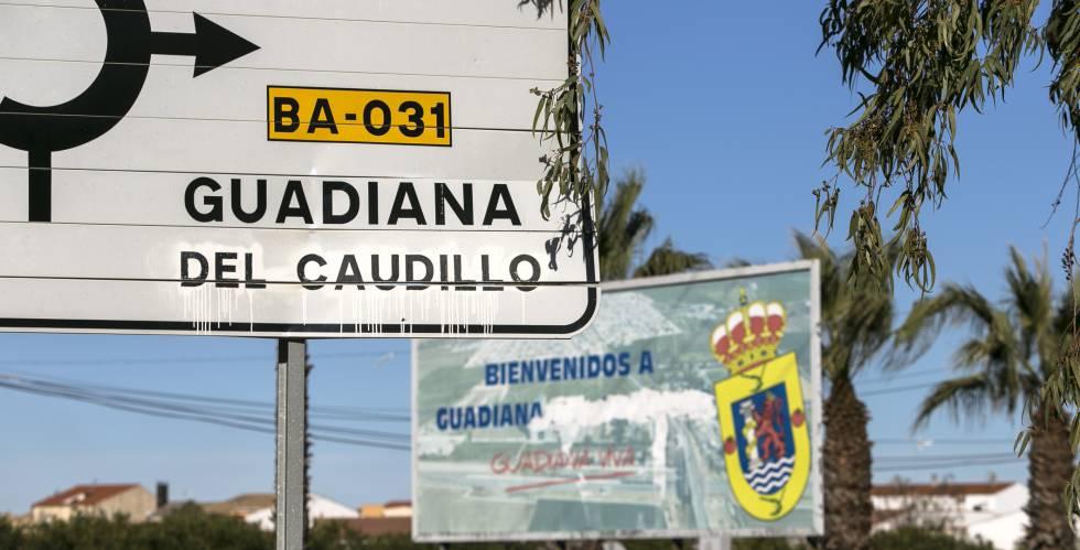 Un cartel de carretera marca la dirección de Guadiana del Caudillo.