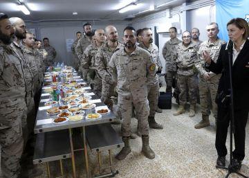Cospedal visita a las tropas en Irak y les promete refuerzos