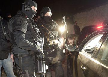 El arsenal intervenido en Francia incluía maquinaria para destruir las armas