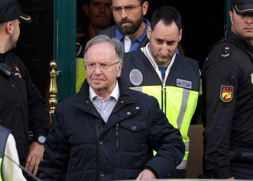 El juez Pedraz deja en libertad bajo fianza al líder de Manos Limpias