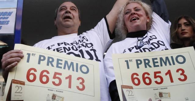 """El Gordo premia a trabajadores del PSOE: """"Un gran final para 1 año difícil"""""""