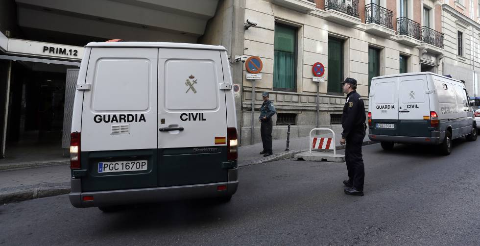 Un furgón de la Guardia Civil entra en la Audiencia Nacional.