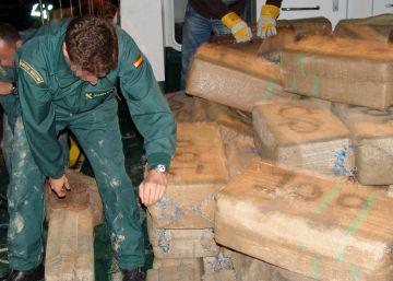 Detenidos un sargento y tres guardias civiles por narcotráfico en el Guadalquivir