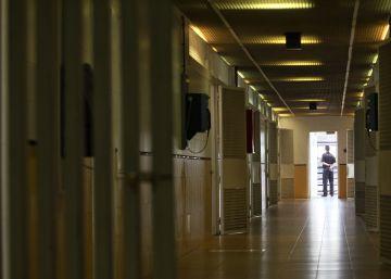 """Una juez censura la """"masificación"""" del CIE de Tarifa"""