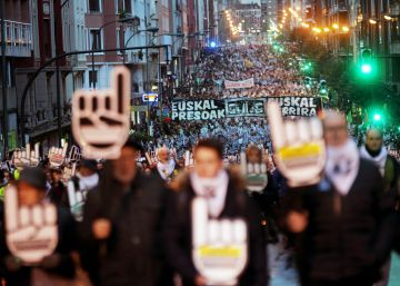 Una multitudinaria marcha exige el acercamiento de los presos de ETA al País Vasco