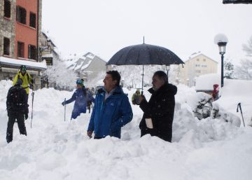 Island of Mallorca prepares for snow as cold snap enters Spain