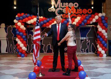 Protesta de Femen ante la figura de cera de Trump