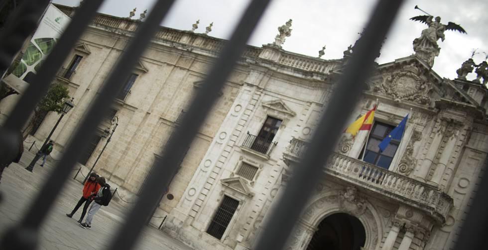 Entrada al rectorado de la Universidad de Sevilla.