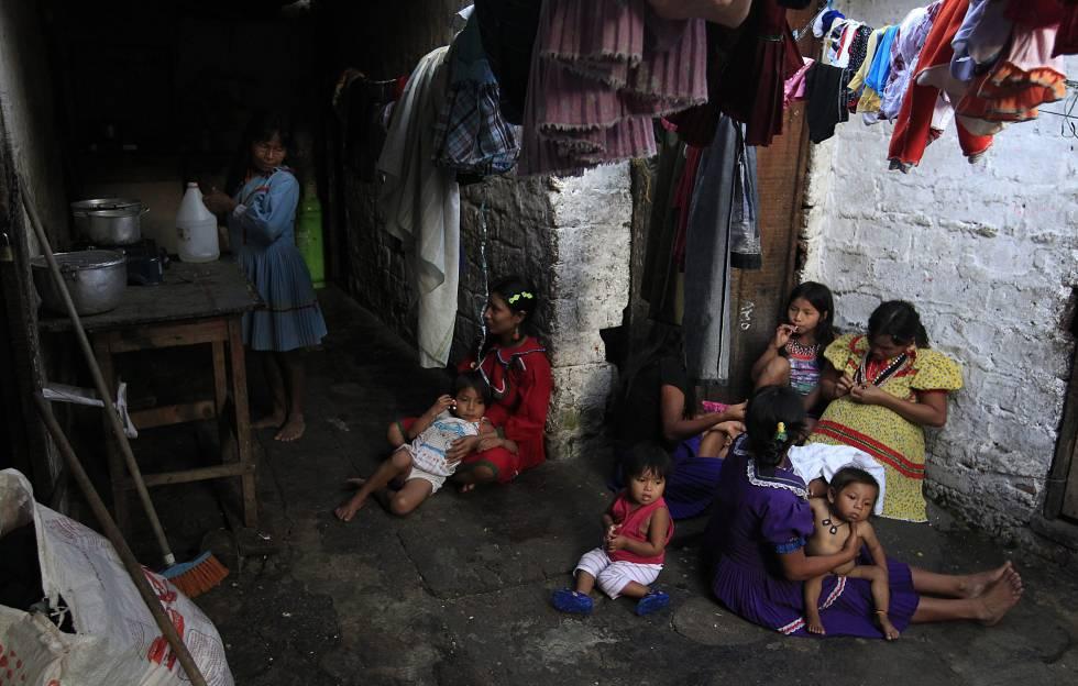 Vista de una casa de una familia de Cali, Colombia. JAIME SALDARRIAGAREUTERS