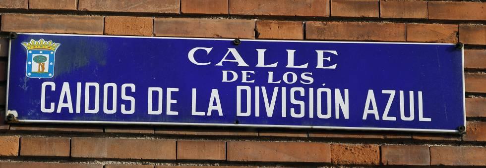 Placa de la calle de los Caídos de la División Azul en Madrid.