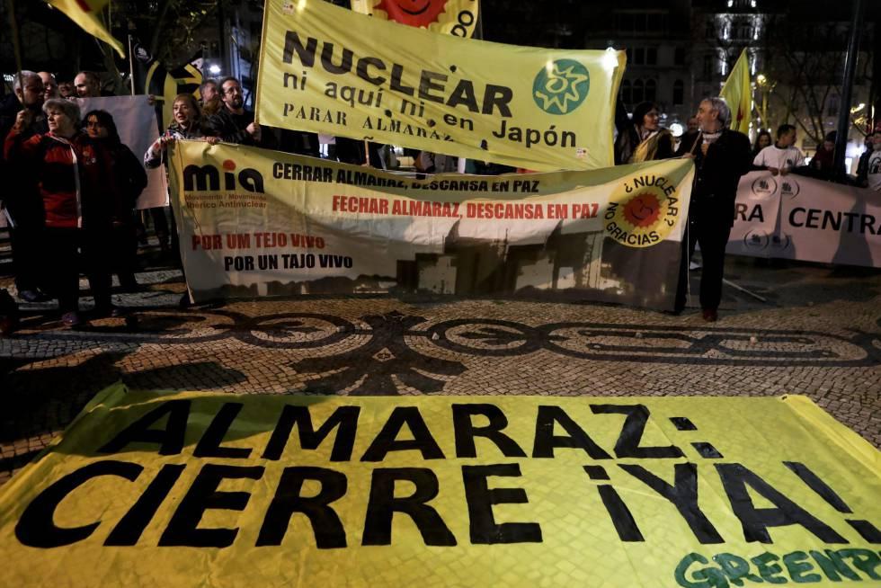Protesta en Lisboa solicitando el cierre de la central de Almaraz.