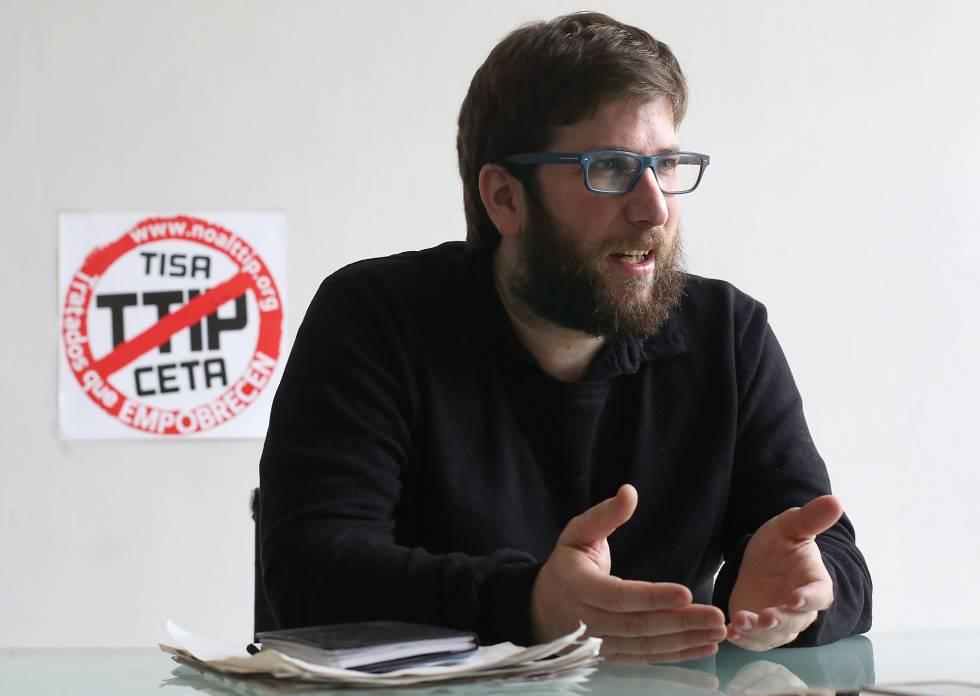 Miguel Urbán, cabeza de lista de Anticapitalistas, en entrevista con EL PAÍS.