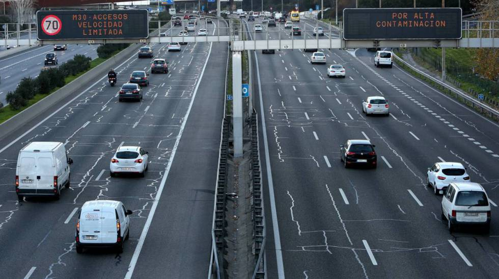 Speed restrictions on the M-30 ring road in Madrid.