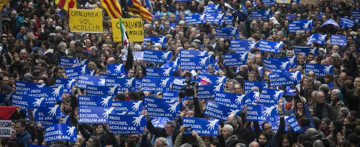 Miles de personas se manifiestan en Barcelona por la acogida de refugiados
