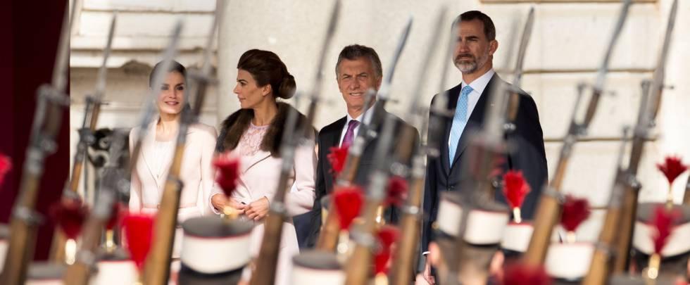 Los Reyes con Mauricio Macri y su esposa, Juliana Awada, este miércoles.