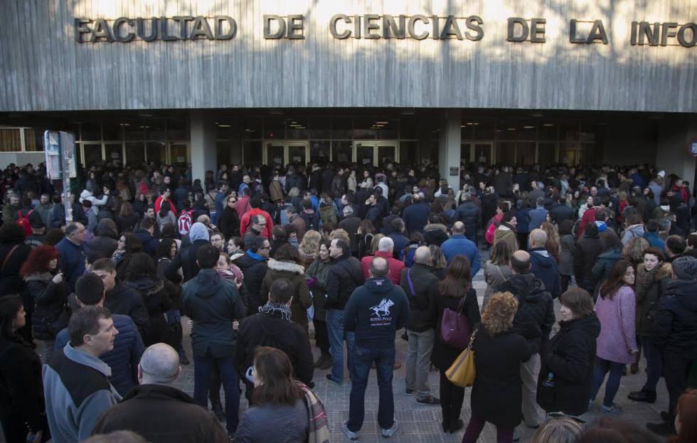 Candidatos a las plazas de administrativo este sábado en Madrid.