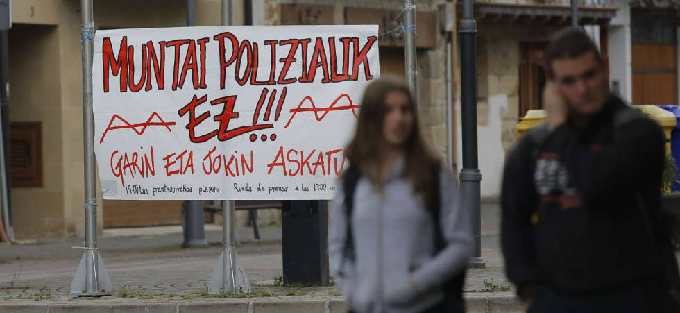 Pancarta de protesta en Alsasua tras las detenciones por la agresión a dos Guardias Civiles y sus parejas.