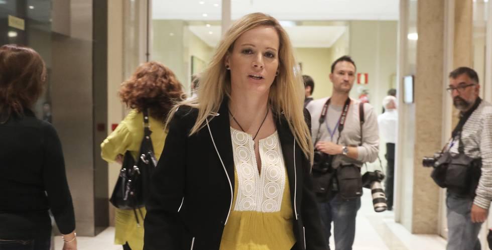 La diputada socialista Zaida Cantera en los pasillos del Congreso.