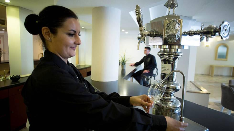 Una ley para obligar a bares y restaurantes a dar un vaso de agua gratis
