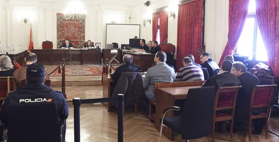 Una sesión del juicio por el asesinato de Larralde, en la Audiencia Provincial de León.