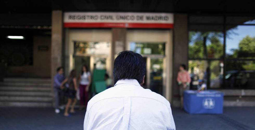 El gobierno impulsa el cierre masivo de registros civiles for Oficina registro madrid